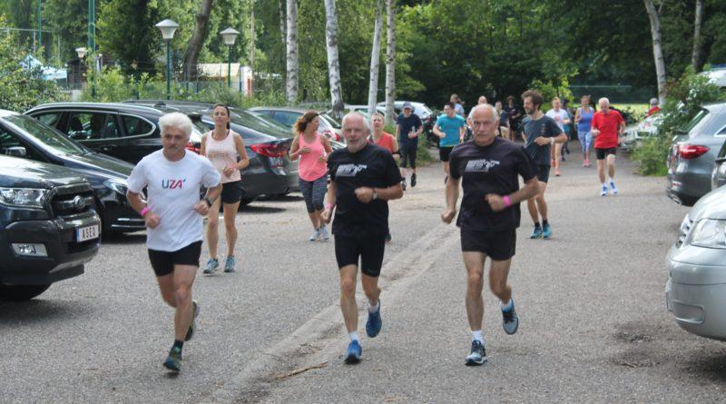 Om en bij de 400 deelnemers op de 4e E-TRAIL doorheen de gemeente Edegem