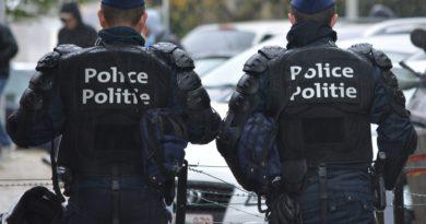 Man spuwt naar agent na het stilleggen van illegaal feestje