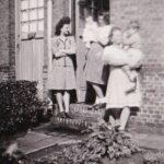 De wekelijkse column over de jeugdjaren Diane Van Rillaer. De vriendjes bij de Bomma in de straat